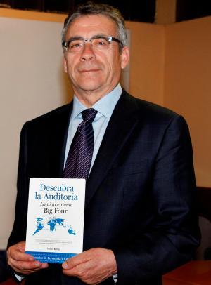 """Frederic Borràs en la presentación del libro  """"Descubra la auditoría. La vida en una Big Four"""""""