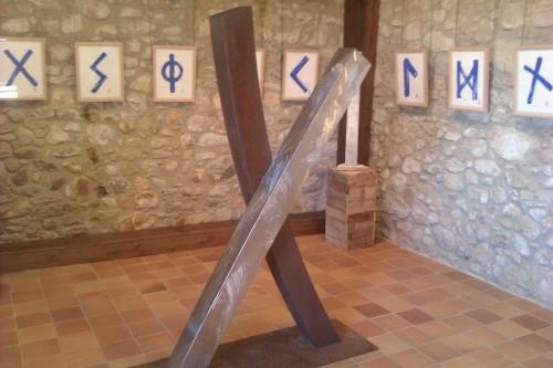Peces d'Emili Armengol de l'exposició al Castell de Benedormiens de Castell d´Aro